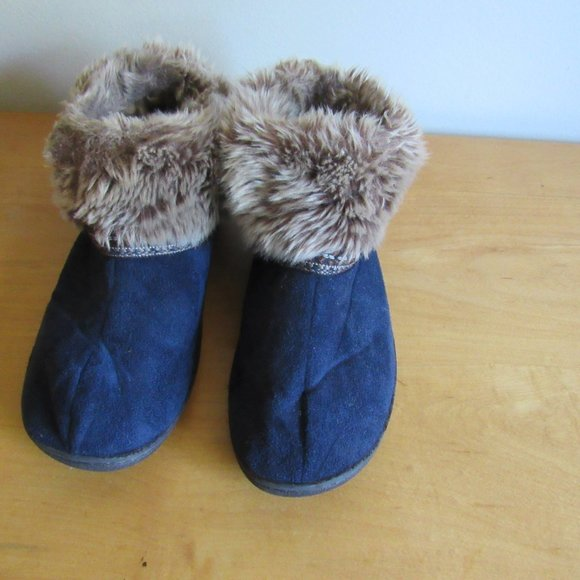 isotoner Shoes - Isotoner Wmn's 9.5-10 M Nordic Navy Faux Fur Booti